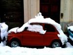 Schneemann auf Auto in Rom :: Foto: DoSchu.Com